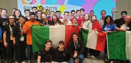 IVREA - Gli studenti dellOlivetti ai mondiali di robotica a Sydney
