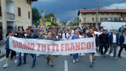 PAVONE CANAVESE - Una folla alla fiaccolata di solidarietà per Franco - FOTO E VIDEO