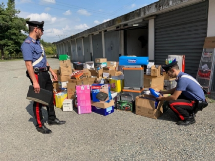 LEINI - Merce rubata al Lidl di Volpiano trovata dai carabinieri in un box