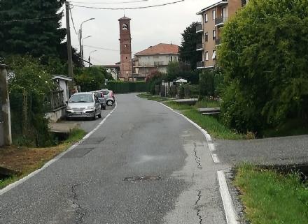 LEINI - Residenti in allarme: «In via San Maurizio si rischia la vita»