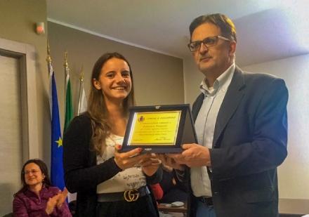 CHIAVERANO - Il paese premia la sua nuotatrice da medaglia d