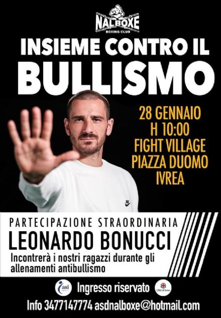 IVREA - Leonardo Bonucci ospite della Nalboxe al fight village di piazza Duomo: insieme contro il bullismo