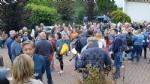 PAVONE CANAVESE - Una folla alla fiaccolata di solidarietà per Franco - FOTO E VIDEO - immagine 15