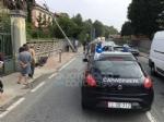 RIVAROLO CANAVESE - Incidente stradale, auto abbatte un palo della luce: un ferito - FOTO E VIDEO - immagine 1