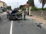 RIVAROLO CANAVESE - Incidente stradale, auto abbatte un palo della luce: un ferito - FOTO E VIDEO - immagine 3