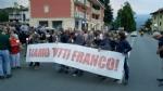PAVONE CANAVESE - Una folla alla fiaccolata di solidarietà per Franco - FOTO E VIDEO - immagine 8