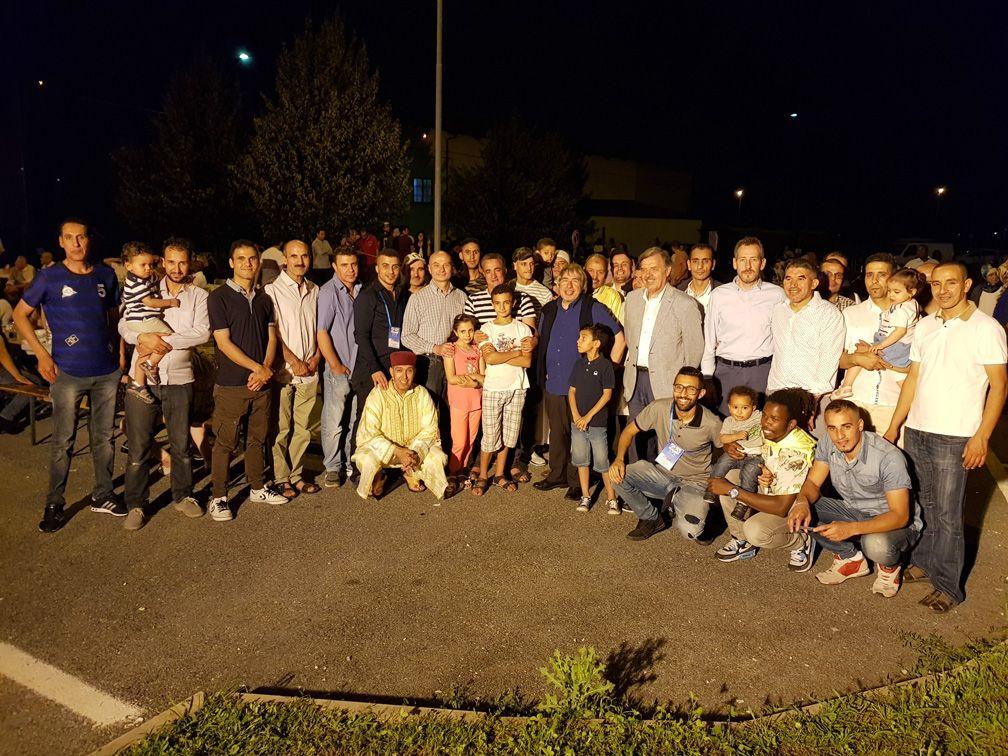 FELETTO - Una colorata cena in piazza «unisce» i canavesani e le comunità musulmane - FOTO