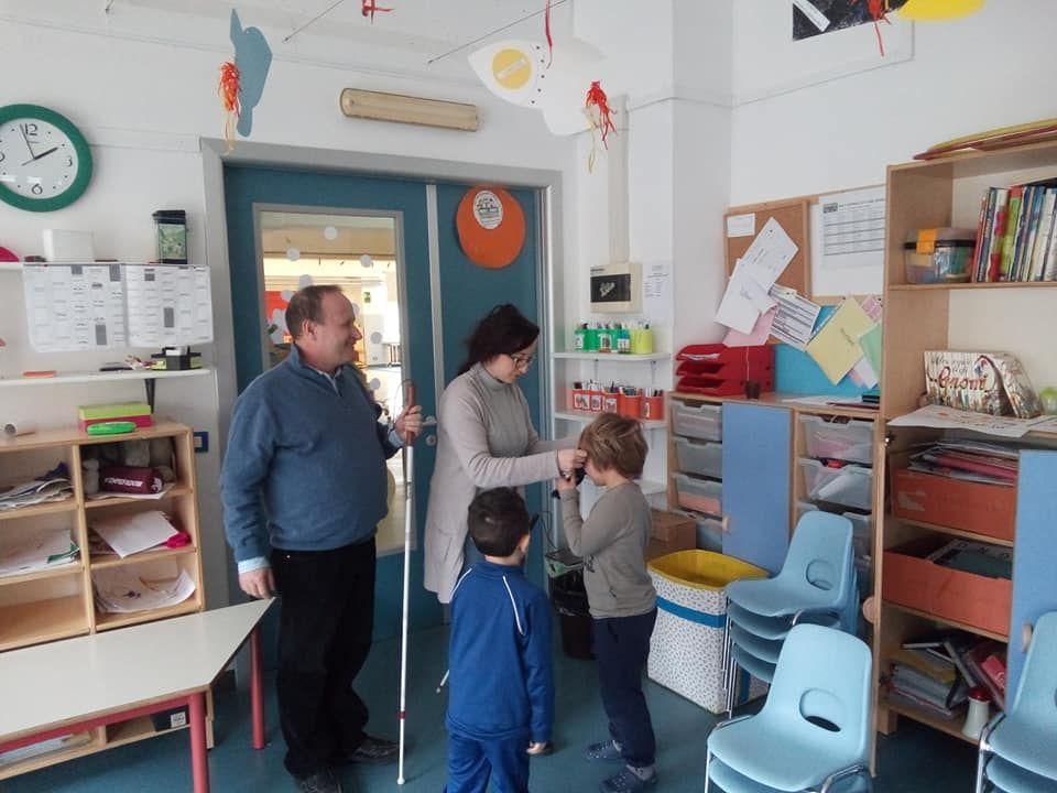 IVREA - L'associazione Apri incontra i bimbi della scuola Bertolè