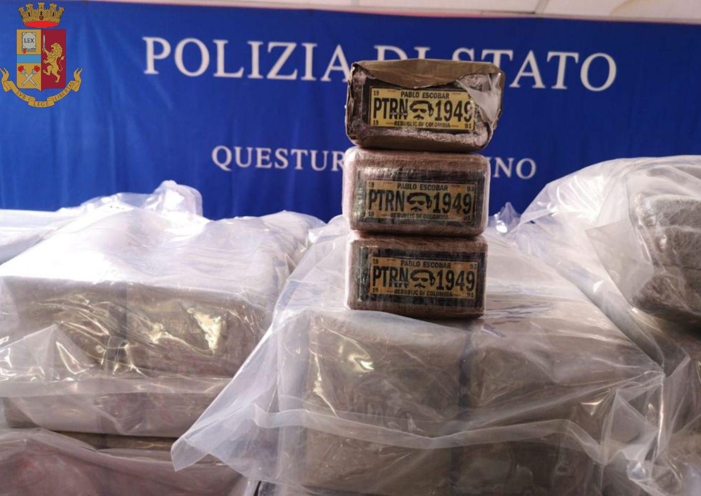 BRANDIZZO - La polizia sequestra 300 chili di droga: due italiani arrestati. Sui pacchi di hashish il volto di Pablo Escobar - FOTO e VIDEO