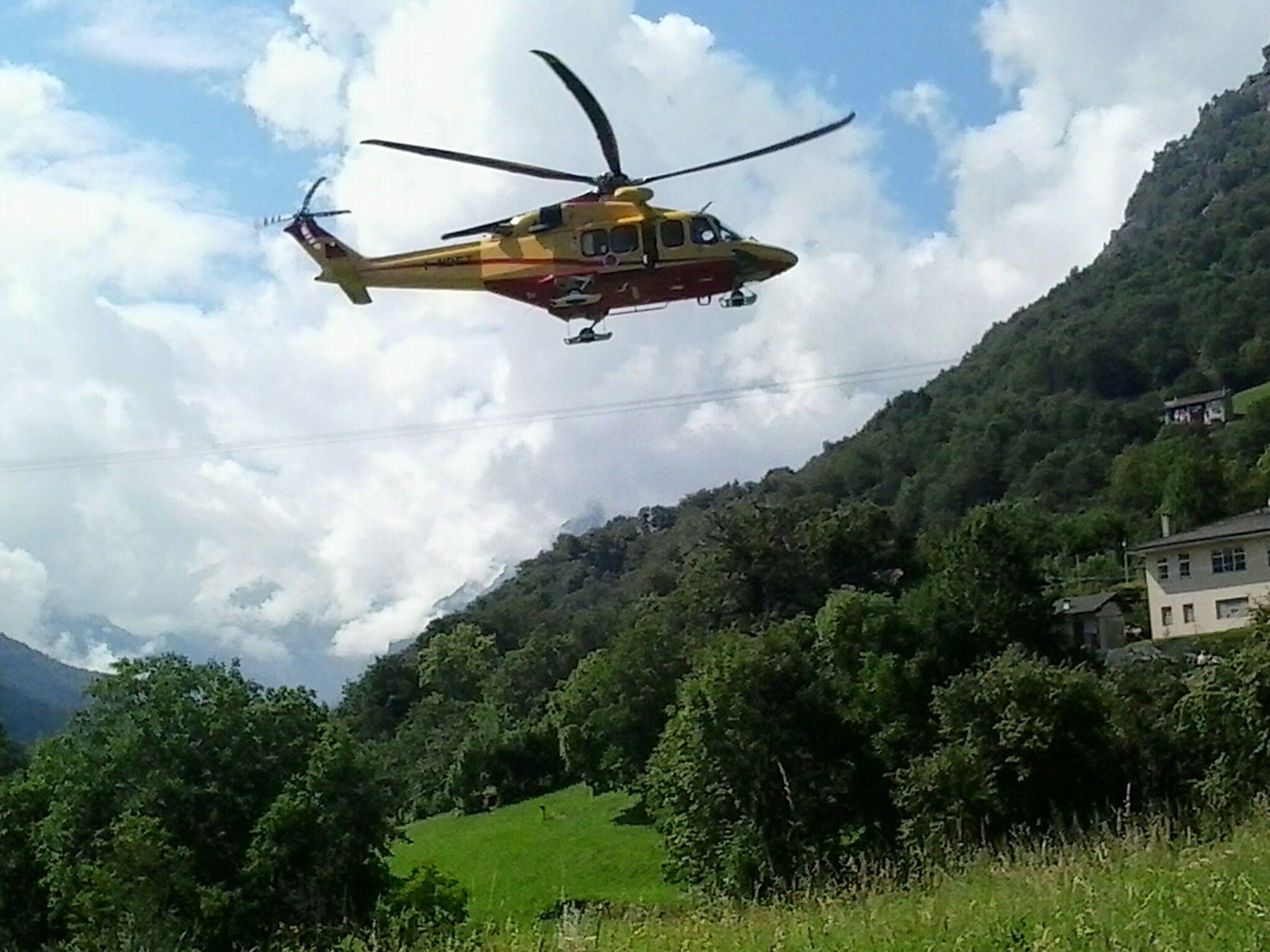 TRAVERSELLA - Escursionista ferita in quota: il 118 interviene con l'elisoccorso per il salvataggio