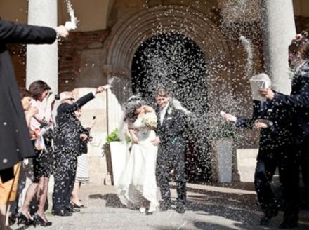 PONT CANAVESE - Lancio del riso vietato ai matrimoni