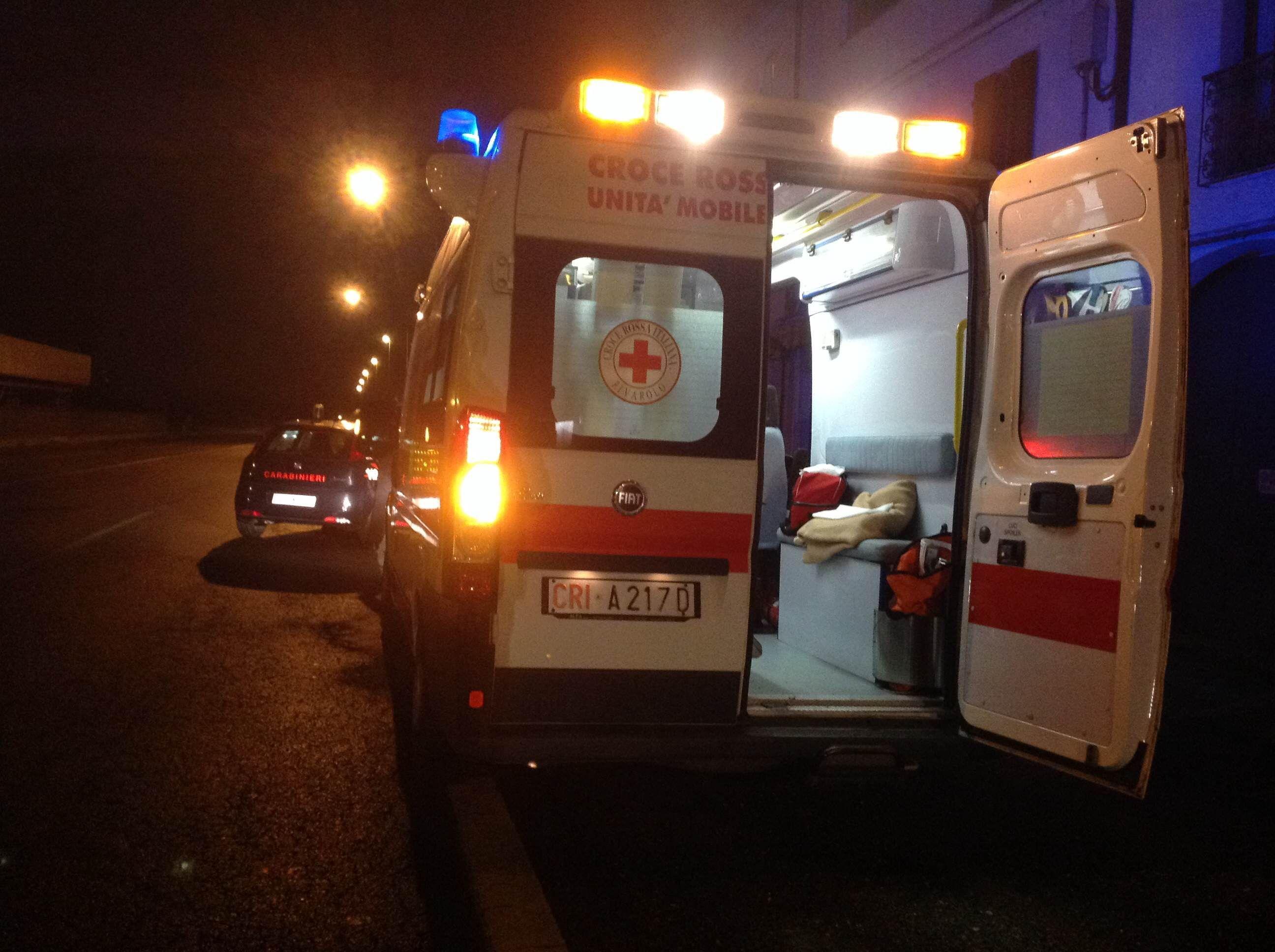 BORGIALLO - Cade un grosso vaso dal balcone di casa, pensionato ferito finisce in ospedale