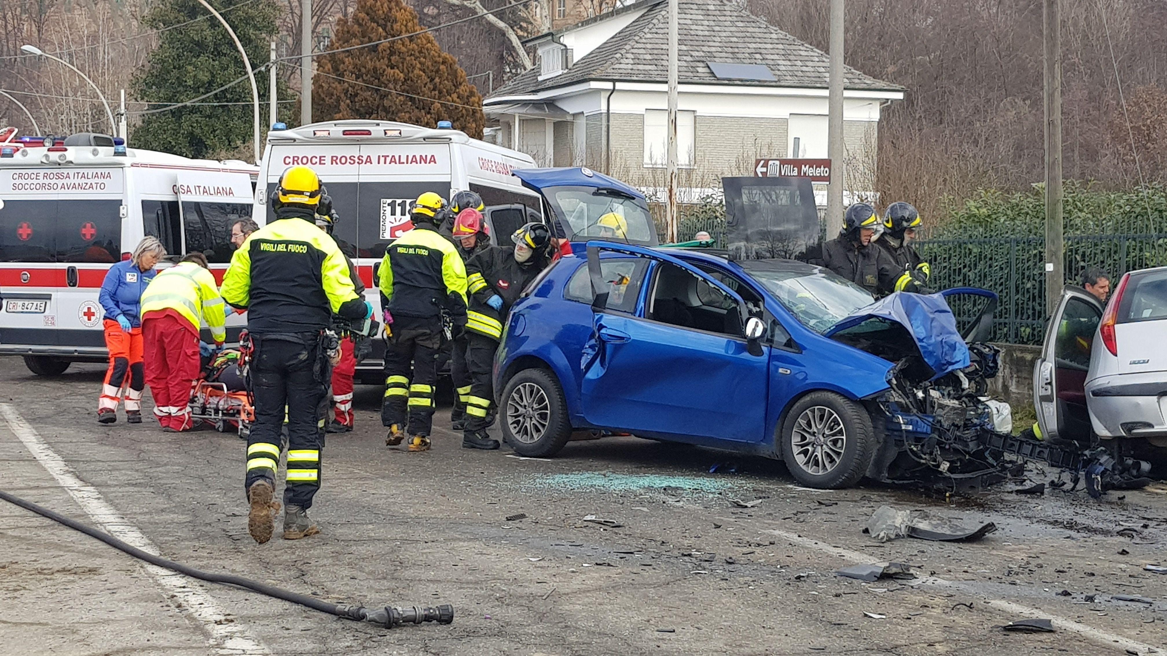 AGLIÈ - Spaventoso incidente stradale: due feriti e tre mezzi distrutti - FOTO E VIDEO