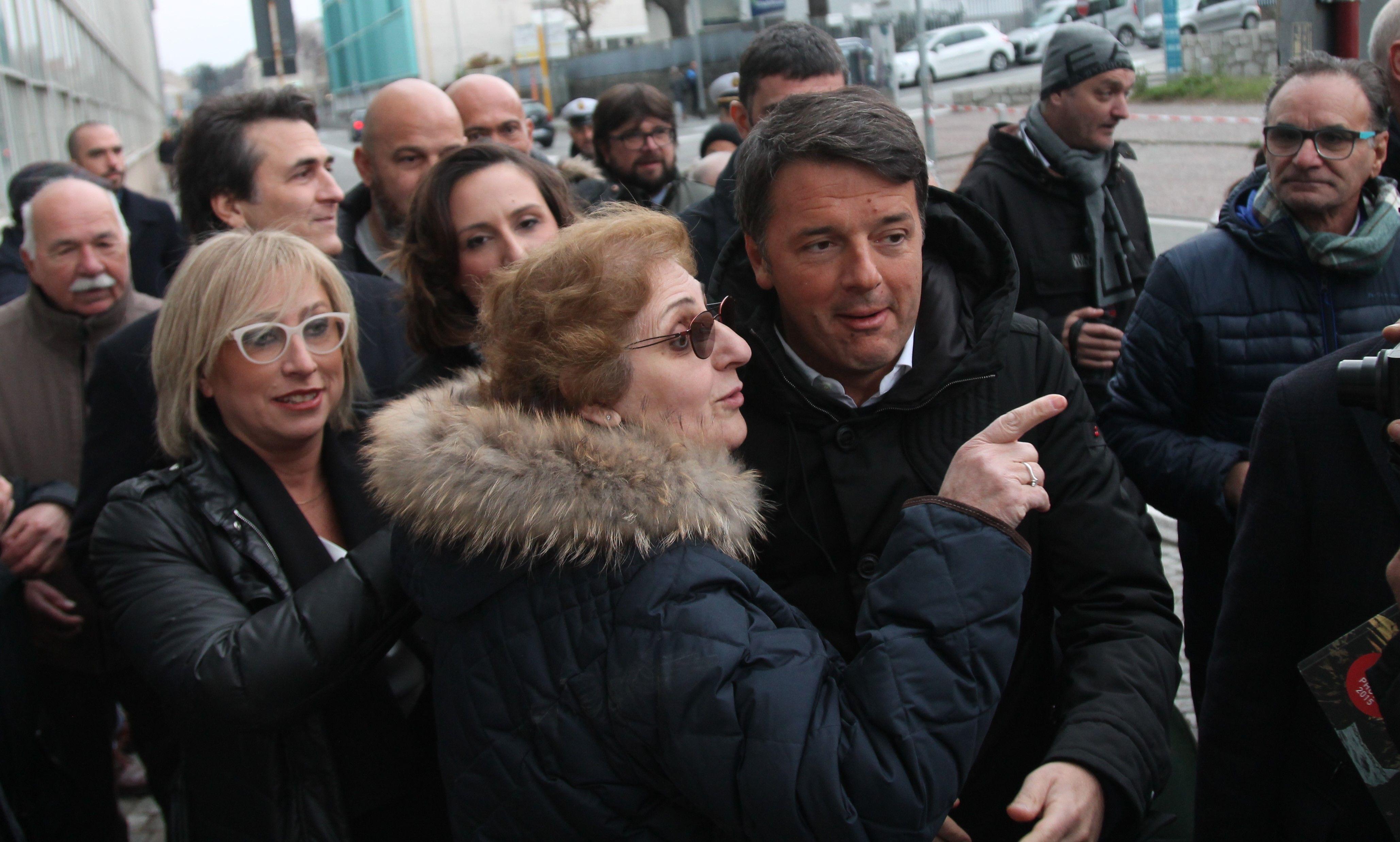 IVREA - In 200 da Renzi: «Impariamo dall'esempio di Olivetti» - FOTO
