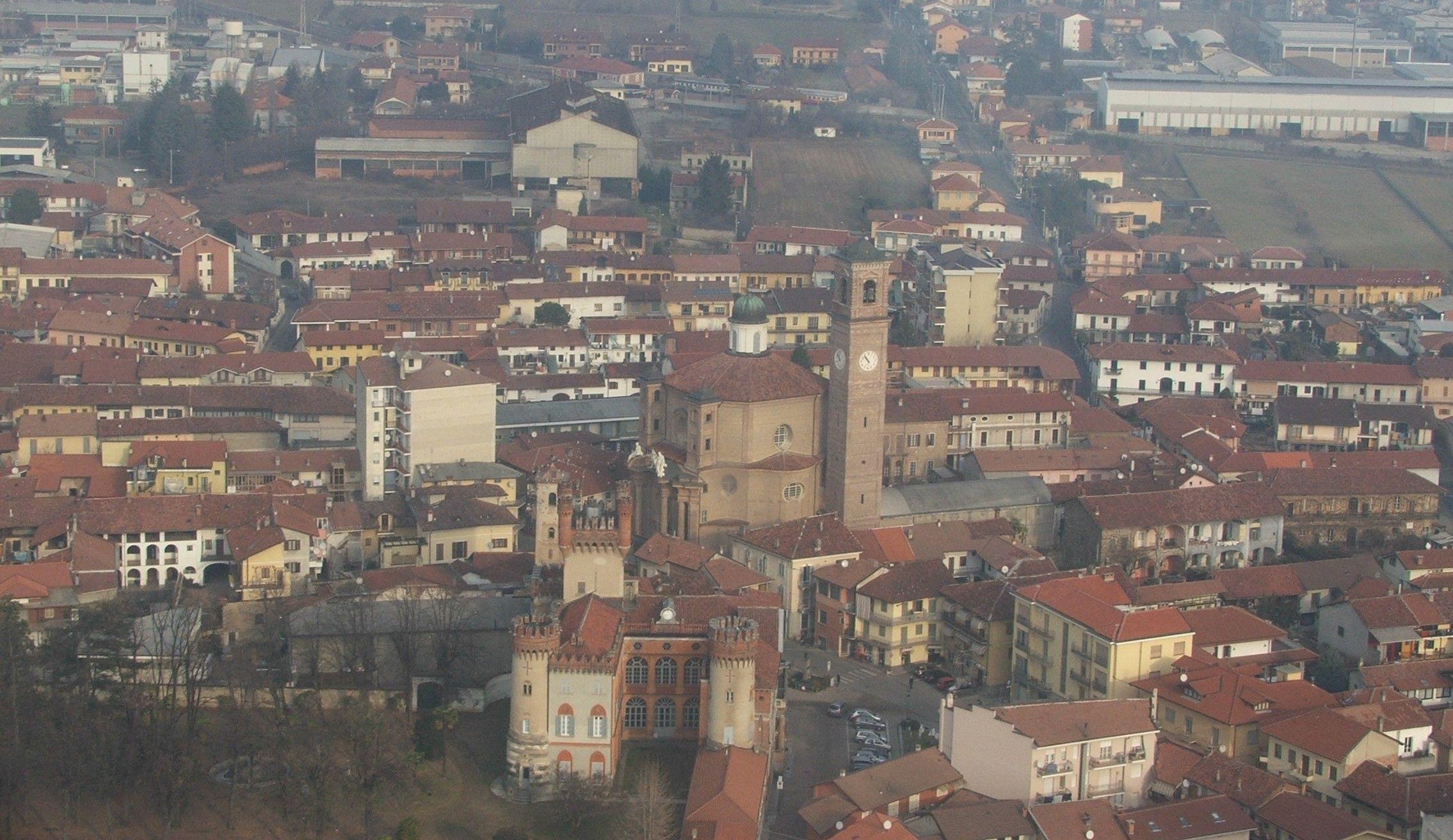 FAVRIA - Puzze insopportabili in mezzo paese: dopo l'esposto dei cittadini la procura apre un'indagine