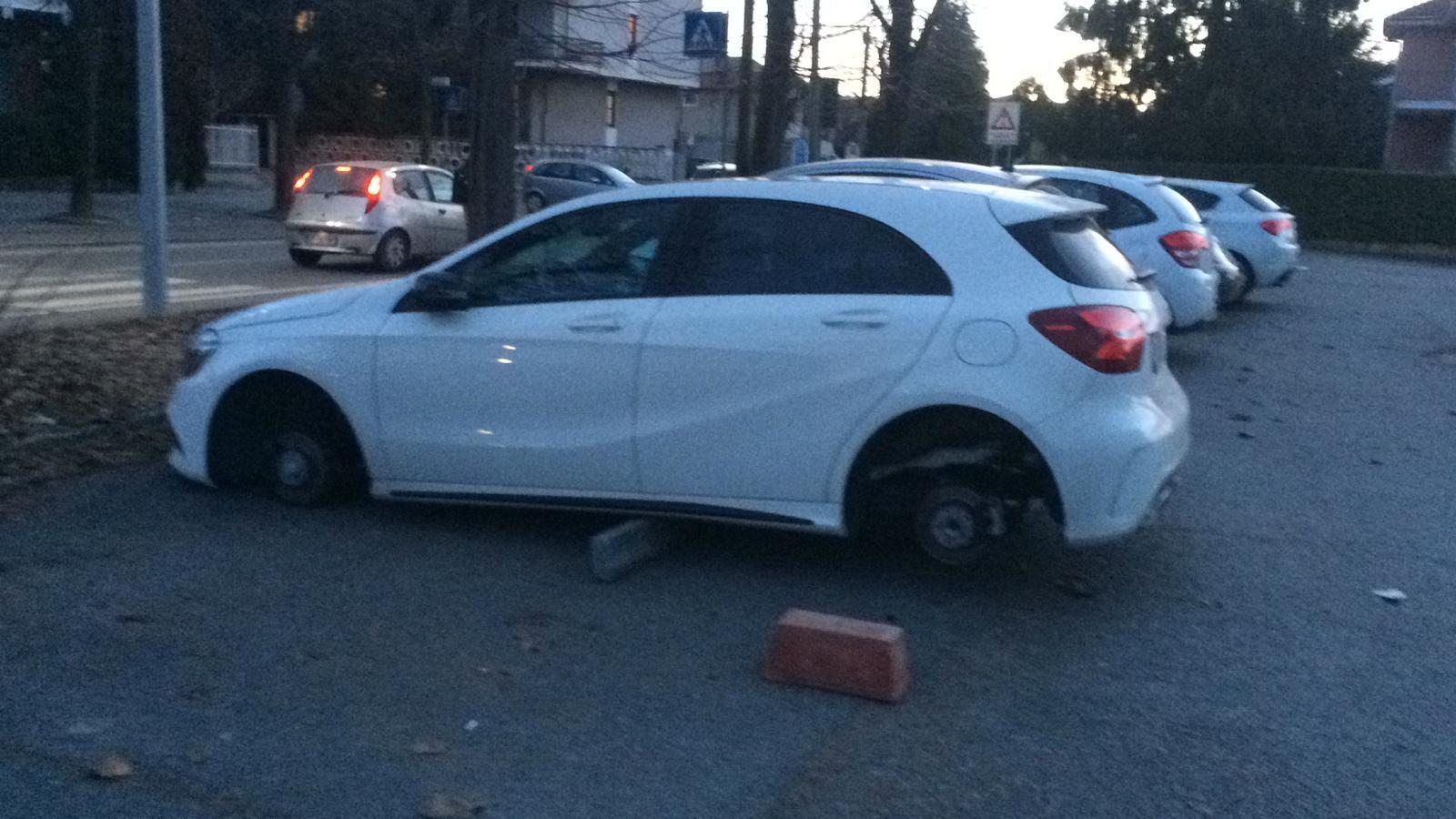 RIVAROLO - Colpo della banda dei pneumatici: Mercedes sui mattoni