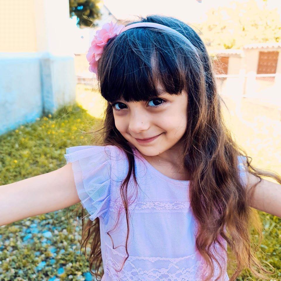 Castellamonte La Piccola Evelyn Sara Protagonista Nel Film La Bambina Che Non Sapeva Odiare