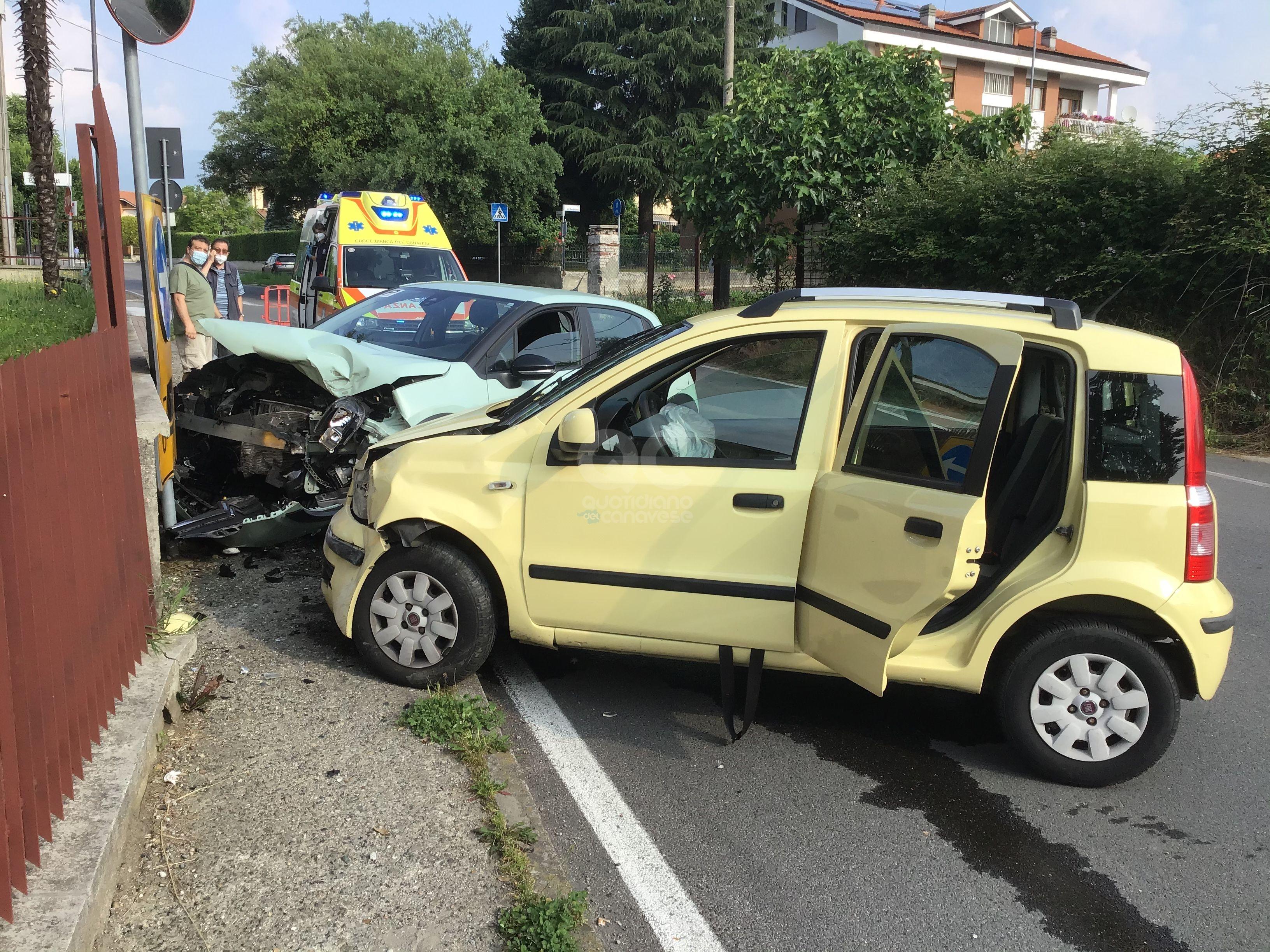 RIVAROLO CANAVESE - Incidente in via Montenero, due auto coinvolte e tre feriti - FOTO E VIDEO