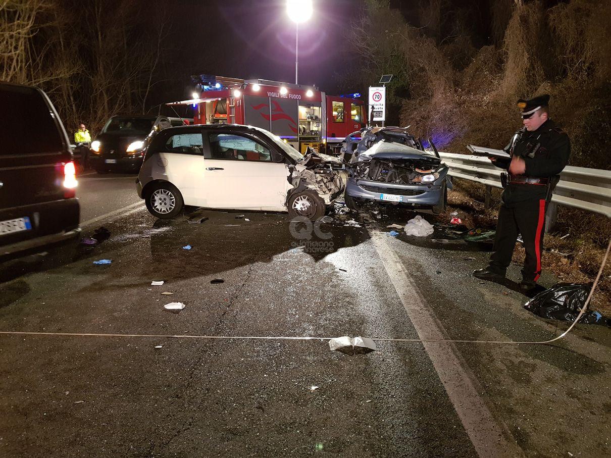 TRAGEDIA SULLA 460 - Muoiono due ragazzi di 19 e 22 anni tra Cuorgnè e Pont Canavese - FOTO e VIDEO