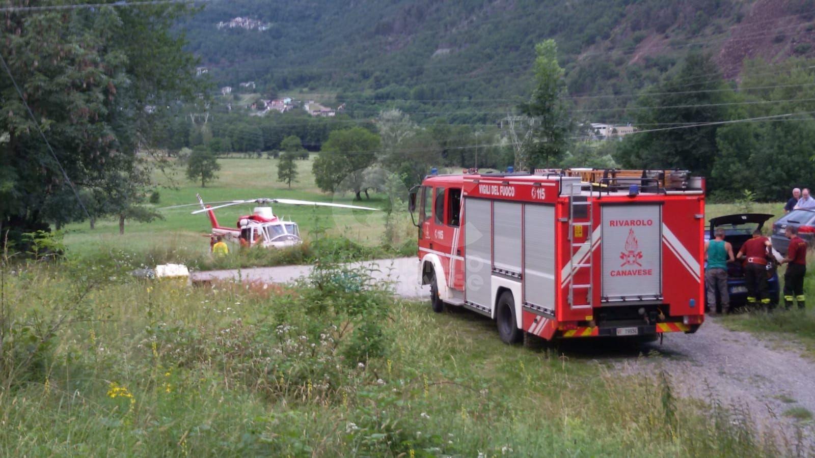 LOCANA - I vigili del fuoco salvano tre mucche rimaste bloccate nella gola del torrente - FOTO