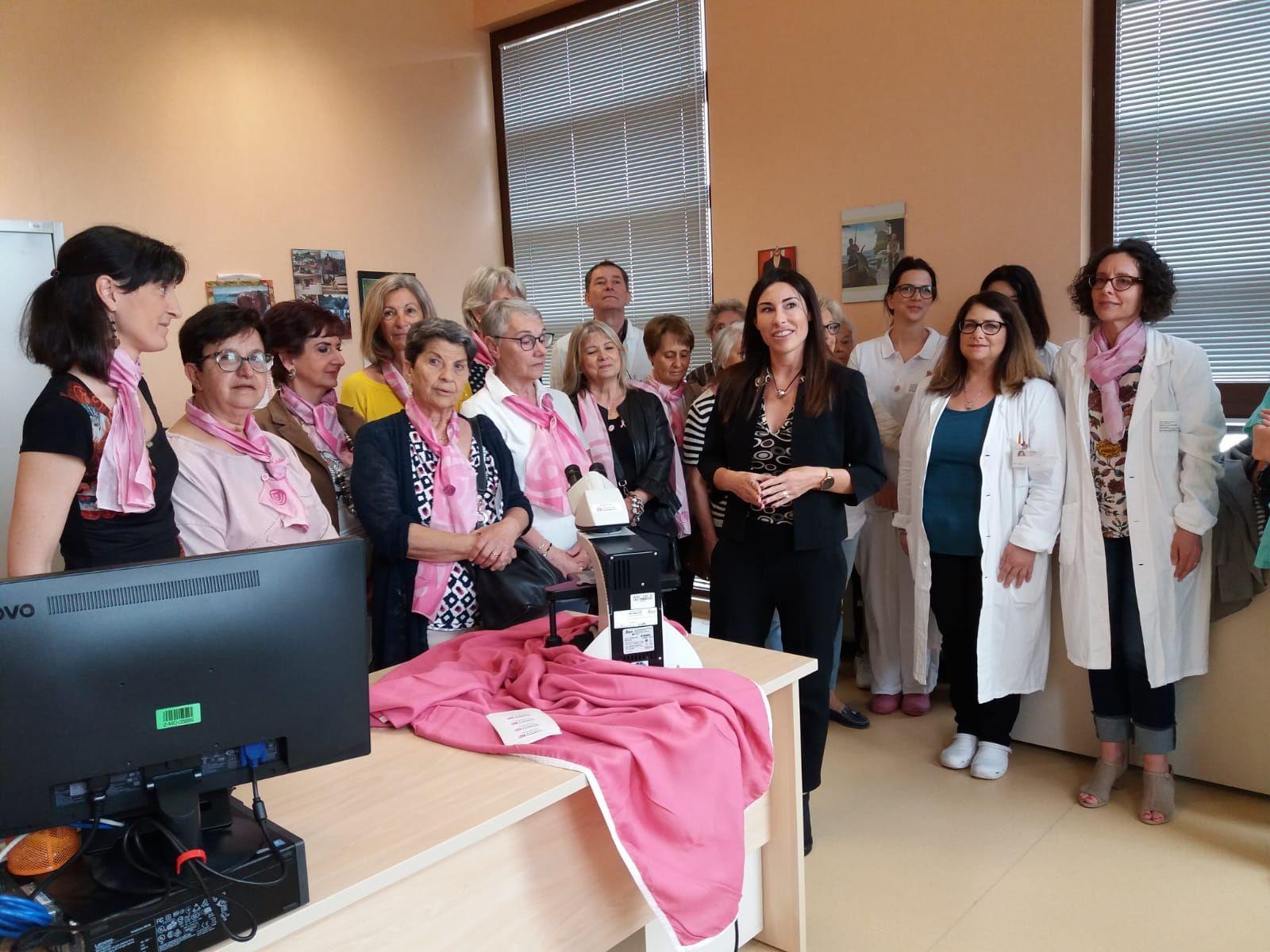 IVREA - L'Associazione Donna Oggi e Domani ha donato un prezioso microscopio all'Asl To4