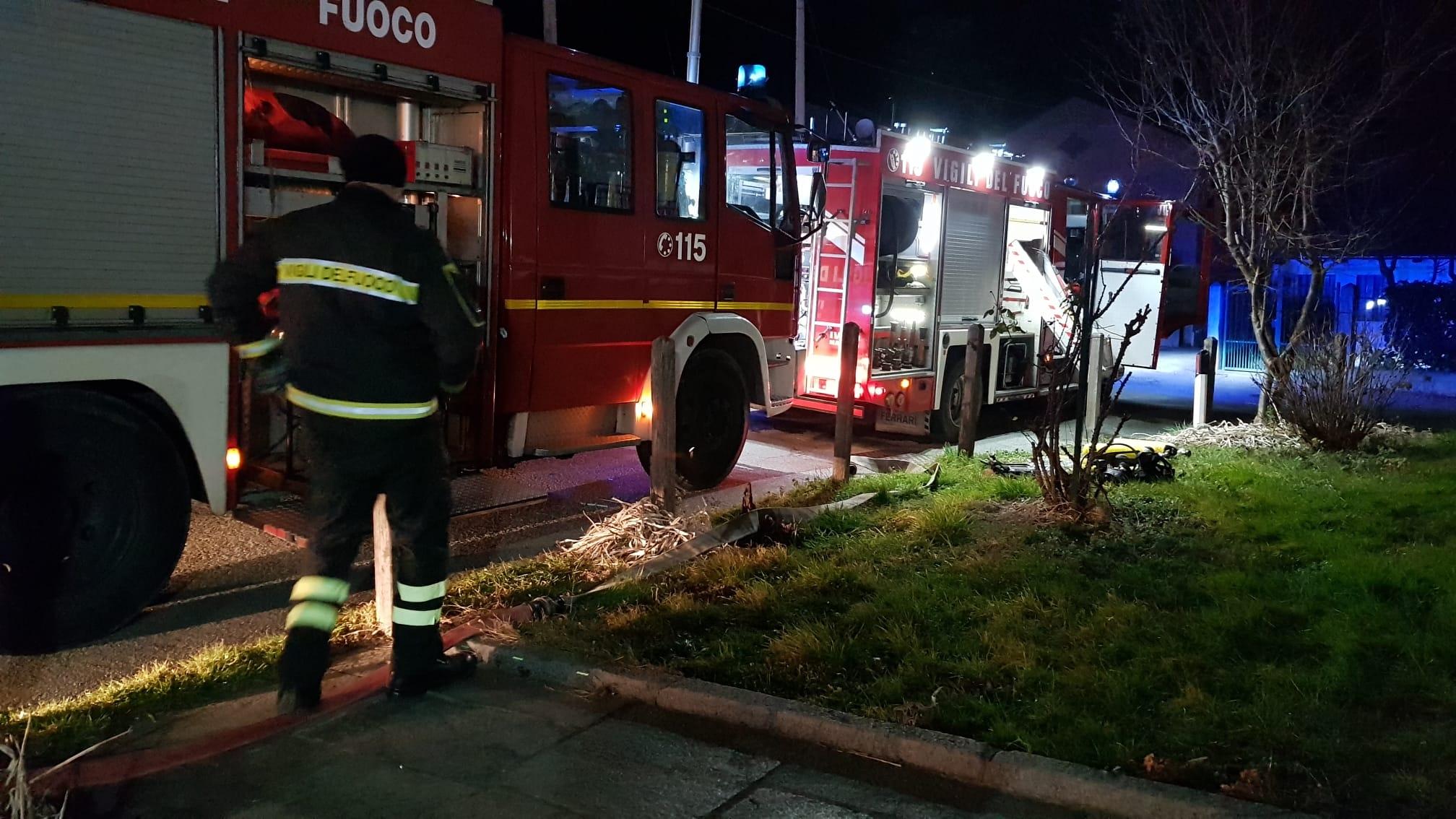 TRAGEDIA A CUORGNE' - Pensionato 71enne morto nell'incendio della propria abitazione: inutili tutti i soccorsi - FOTO e VIDEO