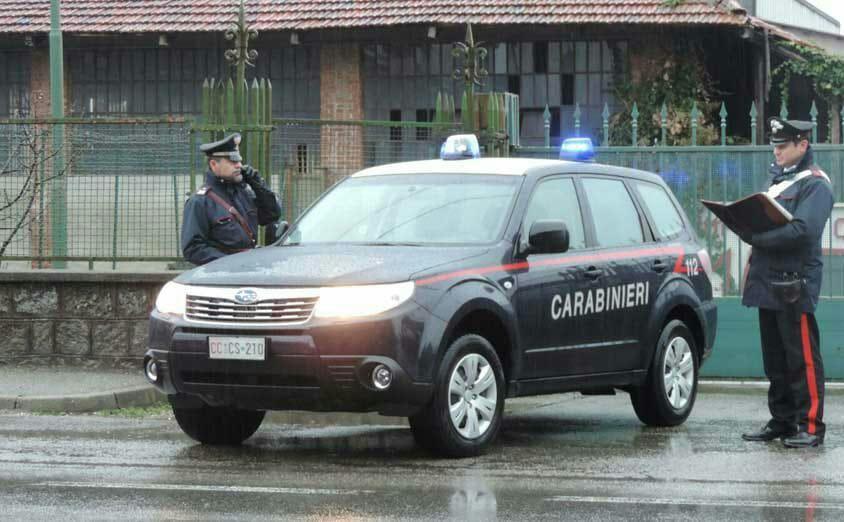 CASTELLAMONTE - Evade dai domiciliari per «comprare» i regali di Natale: donna di Pont Canavese arrestata al Bennet