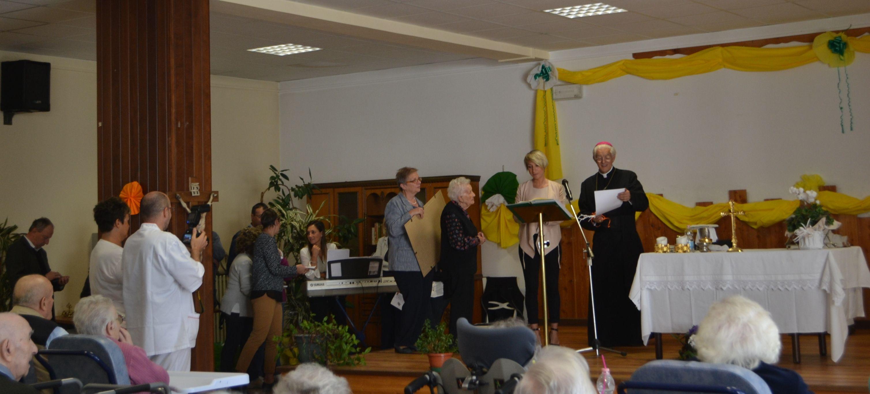 LOCANA - In visita al Vernetti il vescovo di Ivrea Edoardo Aldo Cerrato - FOTO