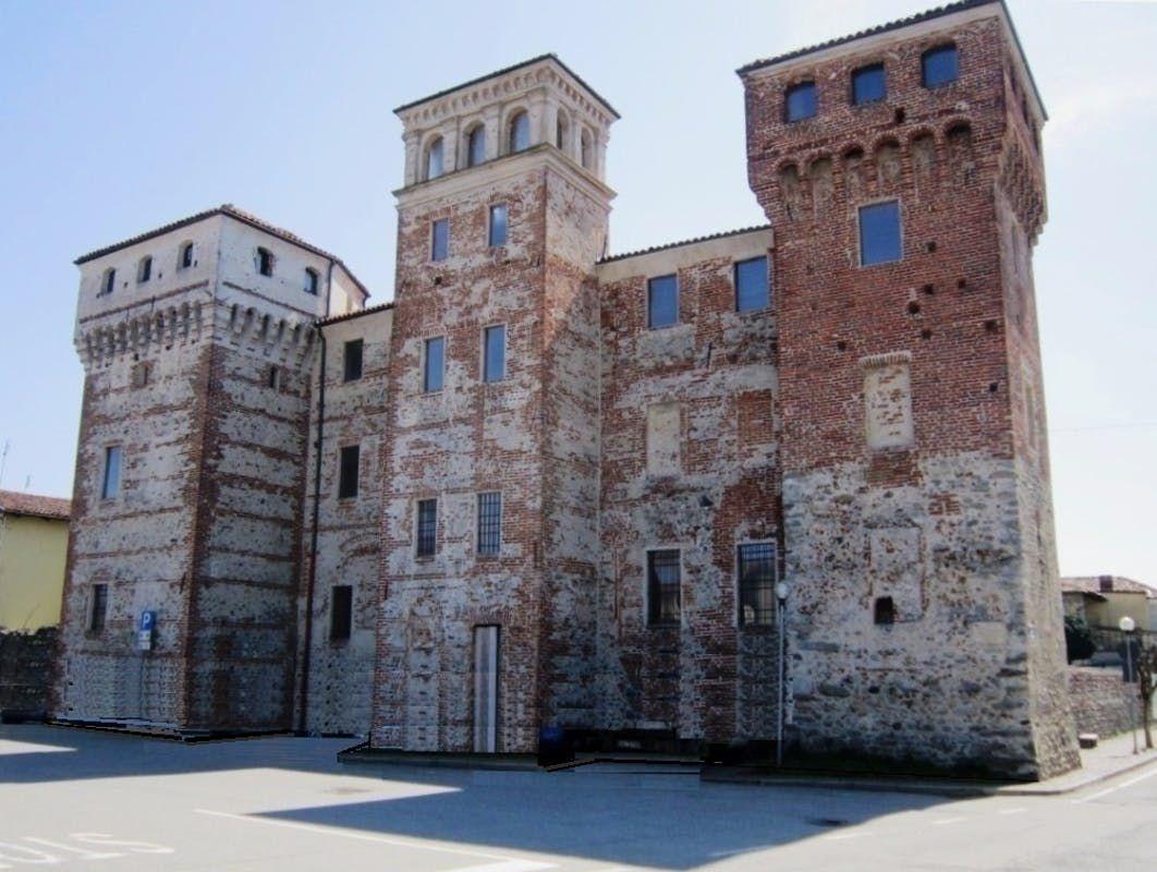 OZEGNA - Castello pignorato dal tribunale di Ivrea va all'asta: lo si compra con 1,1 milioni di euro