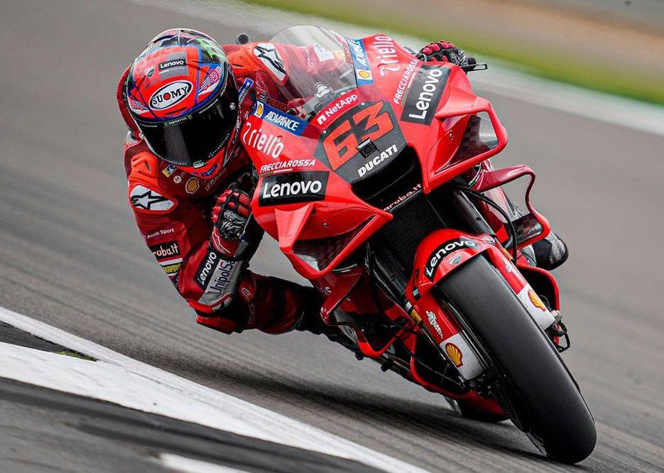 CHIVASSO - «L'allievo diventa maestro»: Bagnaia vince il Gran Premio di Aragon nella Moto GP