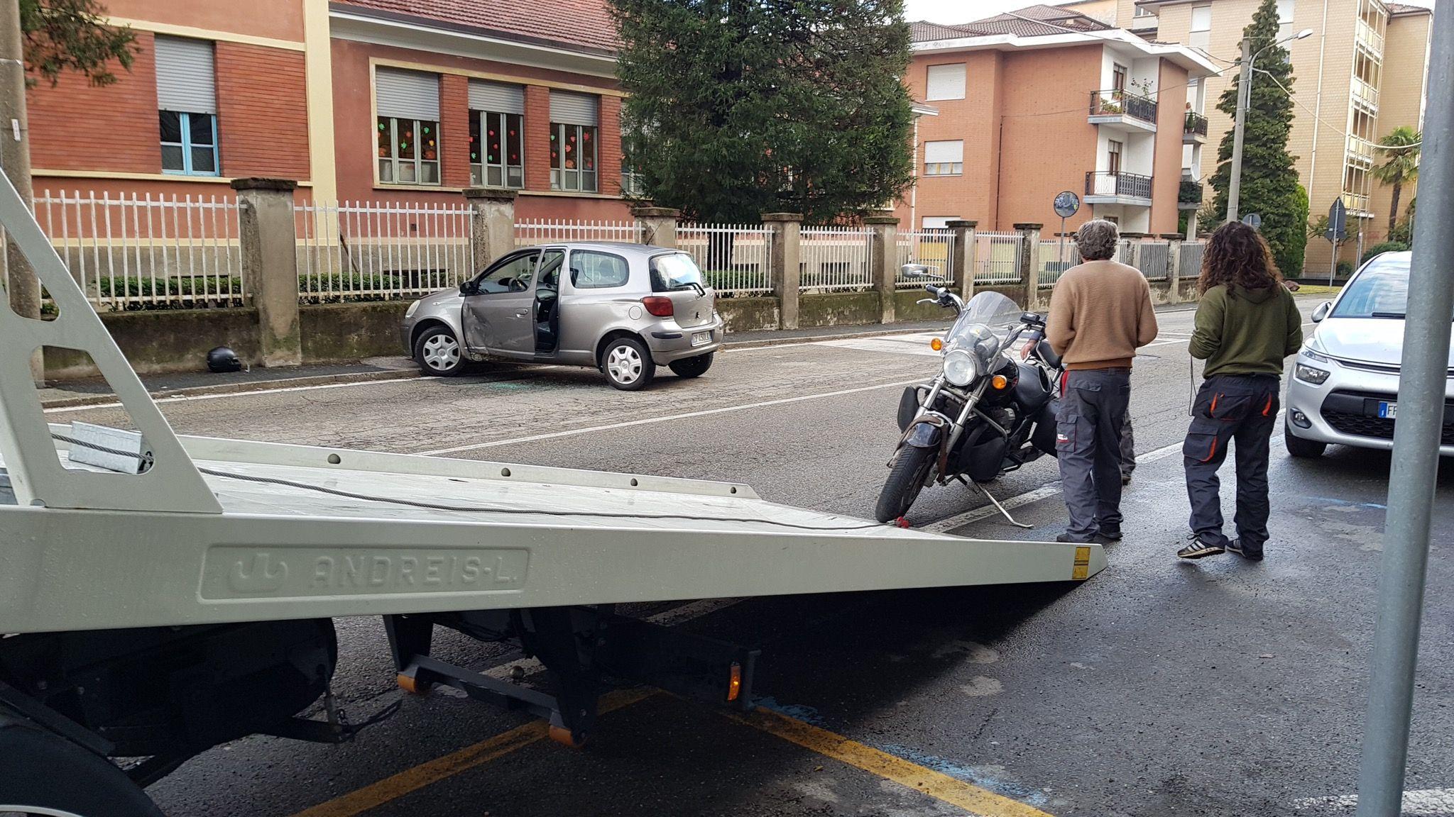 CASTELLAMONTE - Incidente stradale, ferito un motociclista - FOTO