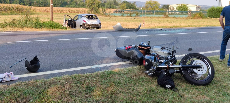 OZEGNA - Schianto sulla Provinciale, moto contro auto: centauro portato in ospedale - FOTO