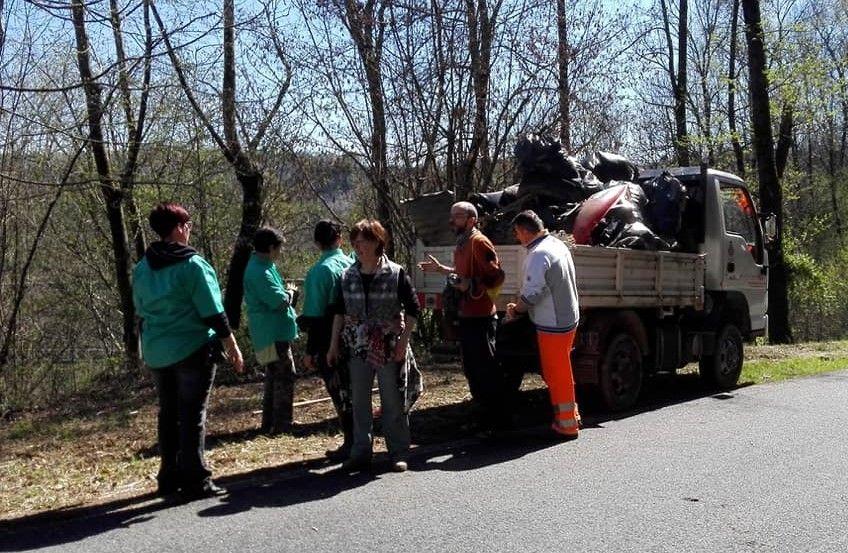 BORGIALLO - Donne per la Valle Sacra in azione contro i «maiali»