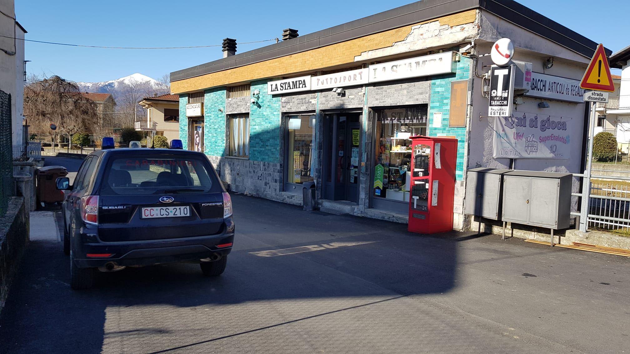 CASTELLAMONTE - Ladri in azione: tabaccheria nel mirino, rubate sigarette