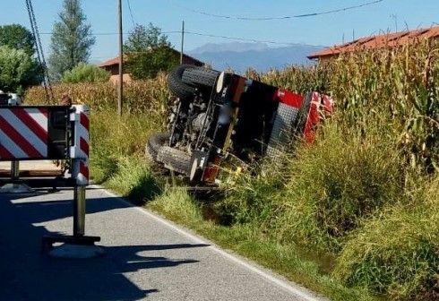 MAPPANO - Incidente stradale, camion gru ribaltato nel fosso - FOTO