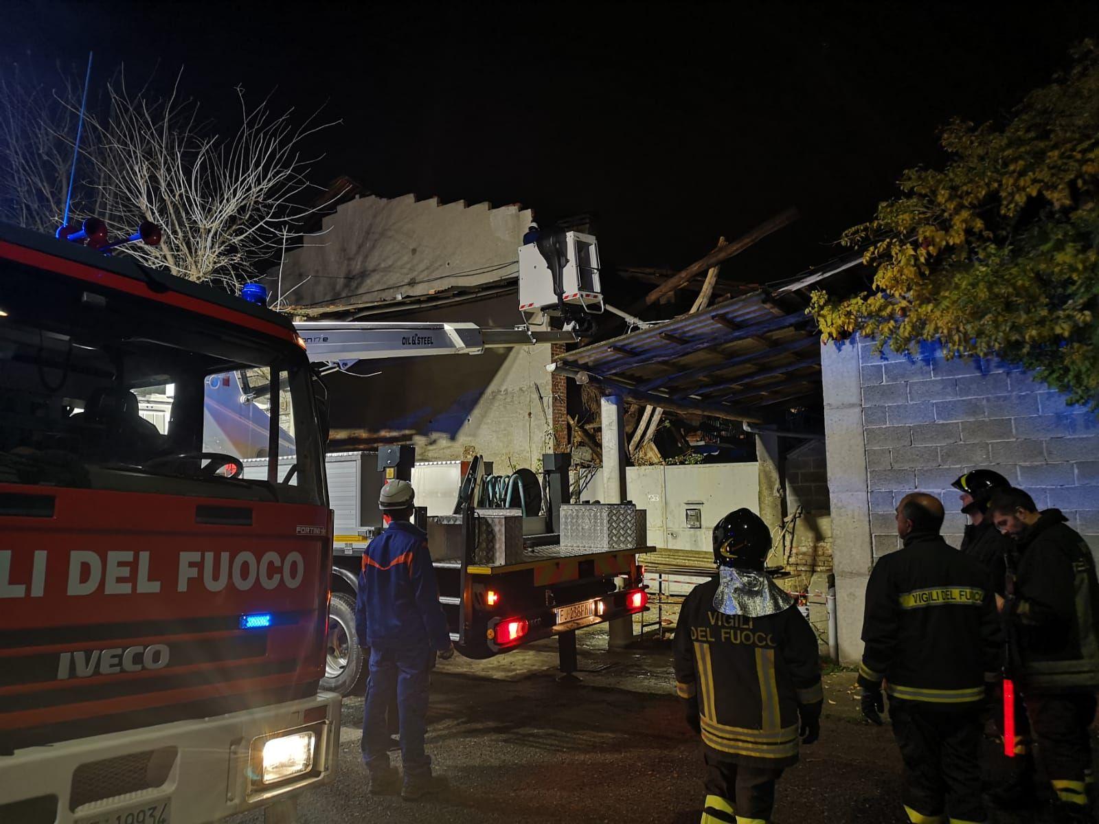 RIVAROLO - Crolla il tetto di un cascinale, nottata di paura in Canton Mosetti - FOTO