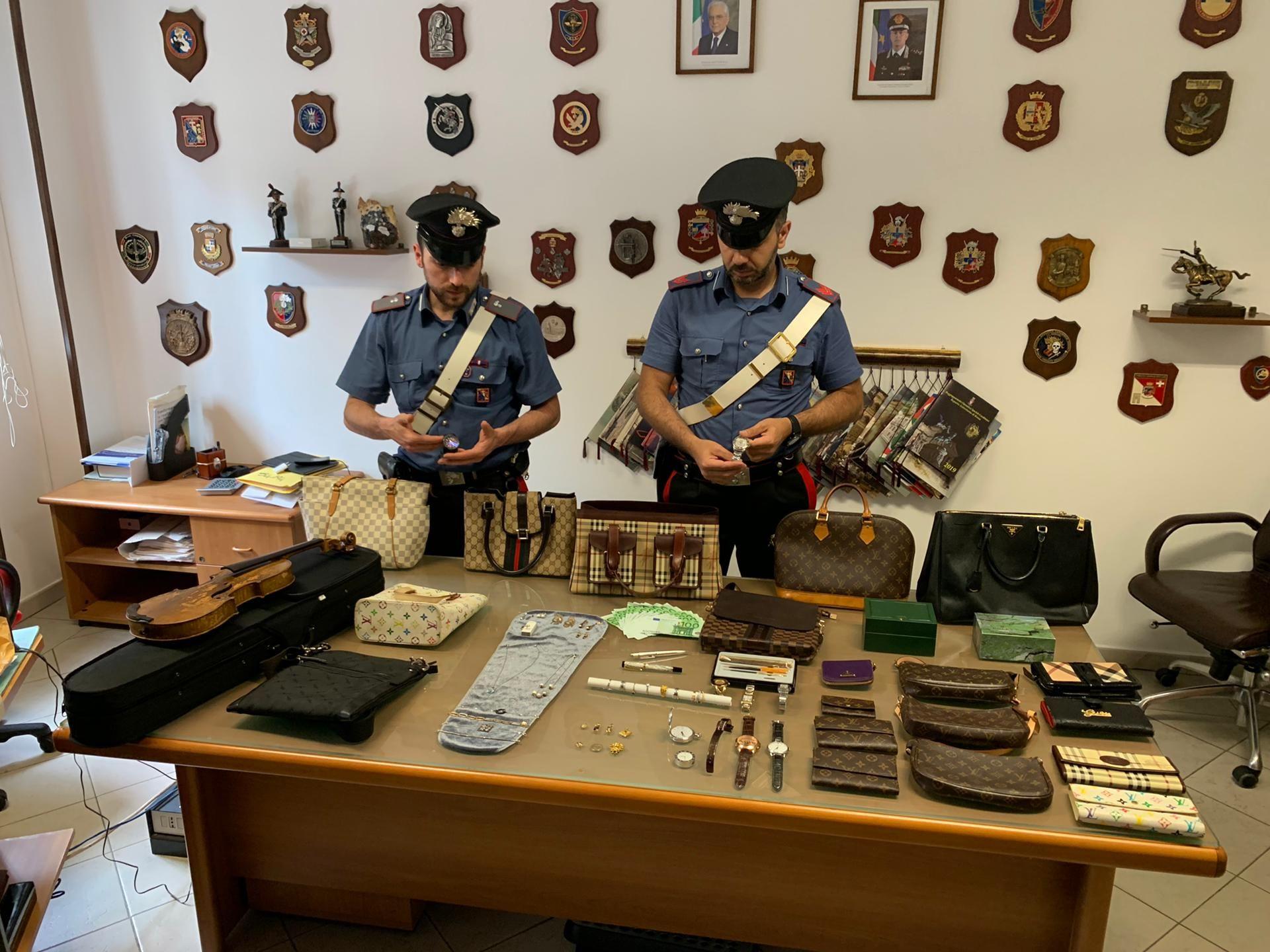 VILLARETTO - Carabinieri trovano uno Stradivari al campo nomadi