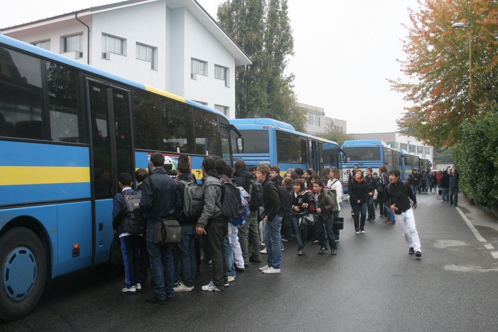 CASTELLAMONTE - Bus in ritardo, i passeggeri restano a piedi