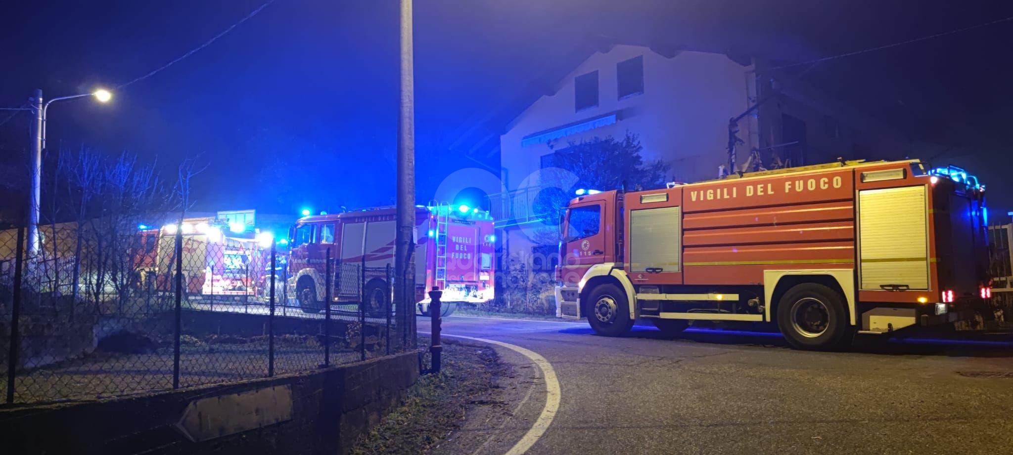 CUORGNE' - Incendio in frazione Priacco, pronto intervento dei vigili del fuoco - FOTO e VIDEO