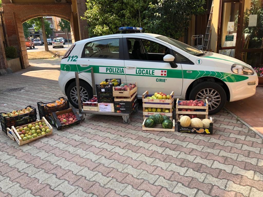 CIRIE' - Vende frutta e verdura ma è un abusivo: denunciato e multato