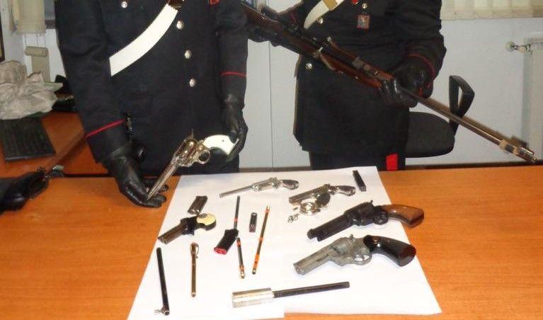 SAN BENIGNO CANAVESE - Pistole giocattolo modificate per sparare: «artigiano» arrestato dai carabinieri