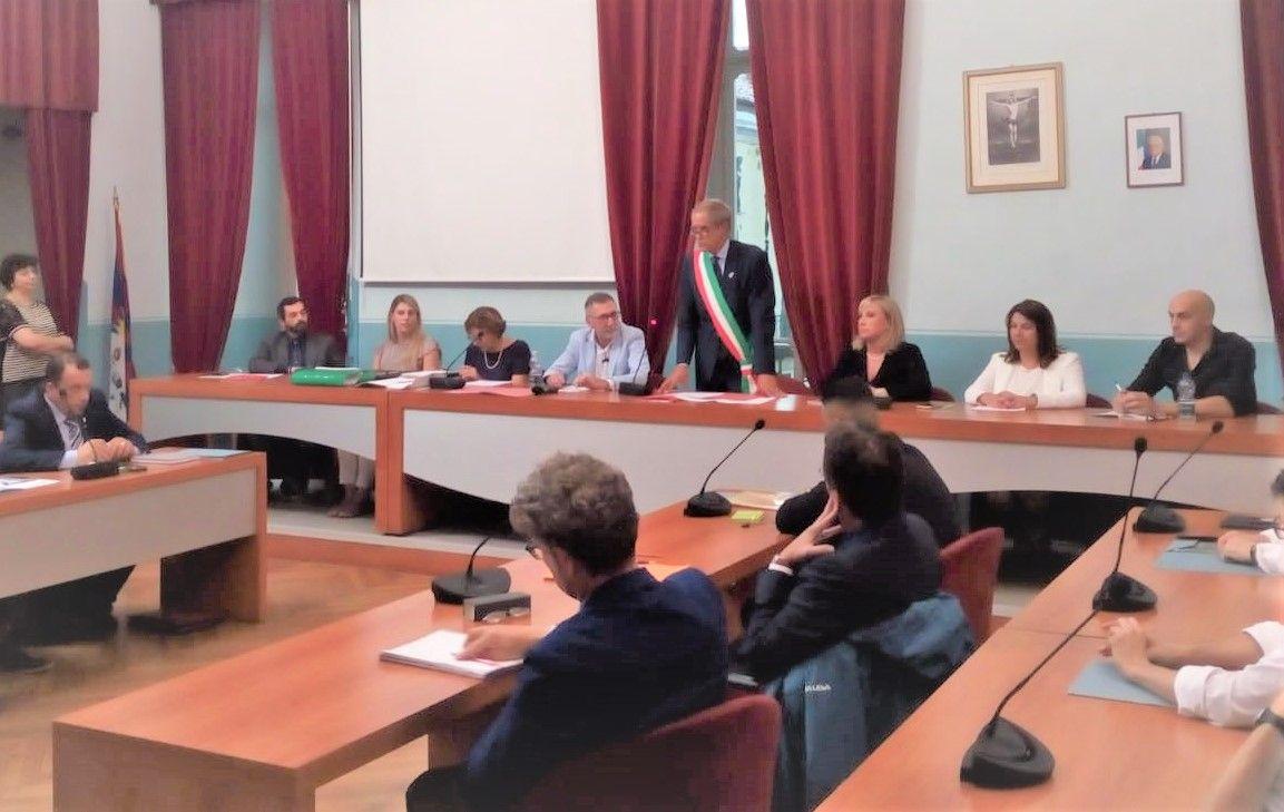 IVREA - Primo consiglio con giuramento per il neo sindaco Sertoli