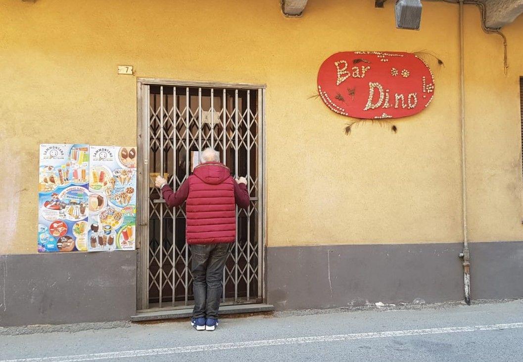 VALPERGA - I carabinieri hanno chiuso il bar «Dino» in via Martiri