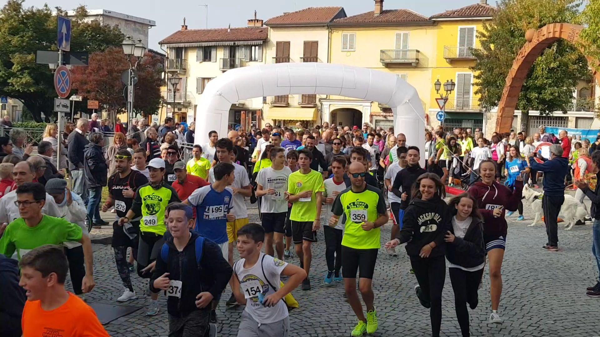 CASTELLAMONTE - In 400 per fare del bene con Cammin'Arte - FOTO e VIDEO