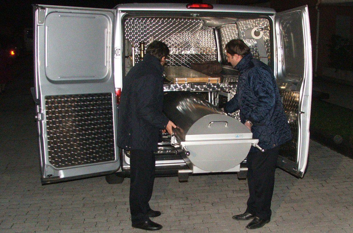 CIRIE' - Colpi di fucile contro la vetrina dell'Aci: la proprietaria si uccide con una pistola