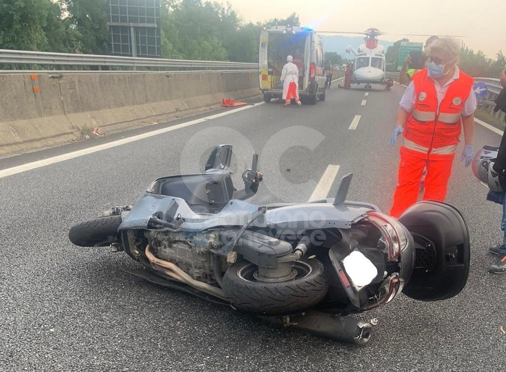 SCHIANTO SULLA TORINO-CASELLE - Scooterista in prognosi riservata dopo lo scontro con un furgone - FOTO