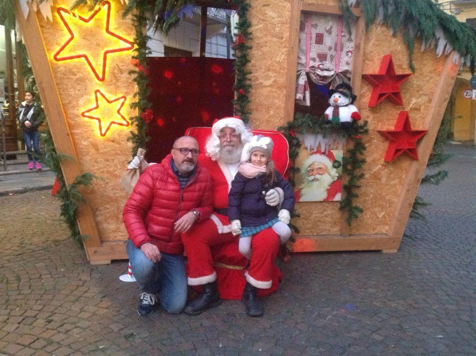 CANAVESE - L'atmosfera delle feste tra mercatini, presepi e letterine a Babbo Natale - FOTO