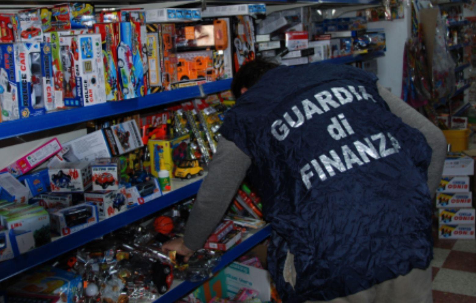 CANAVESE - Blitz della Finanza nei negozi dei cinesi a Rivarolo, Cuorgnè, Montalto e Burolo