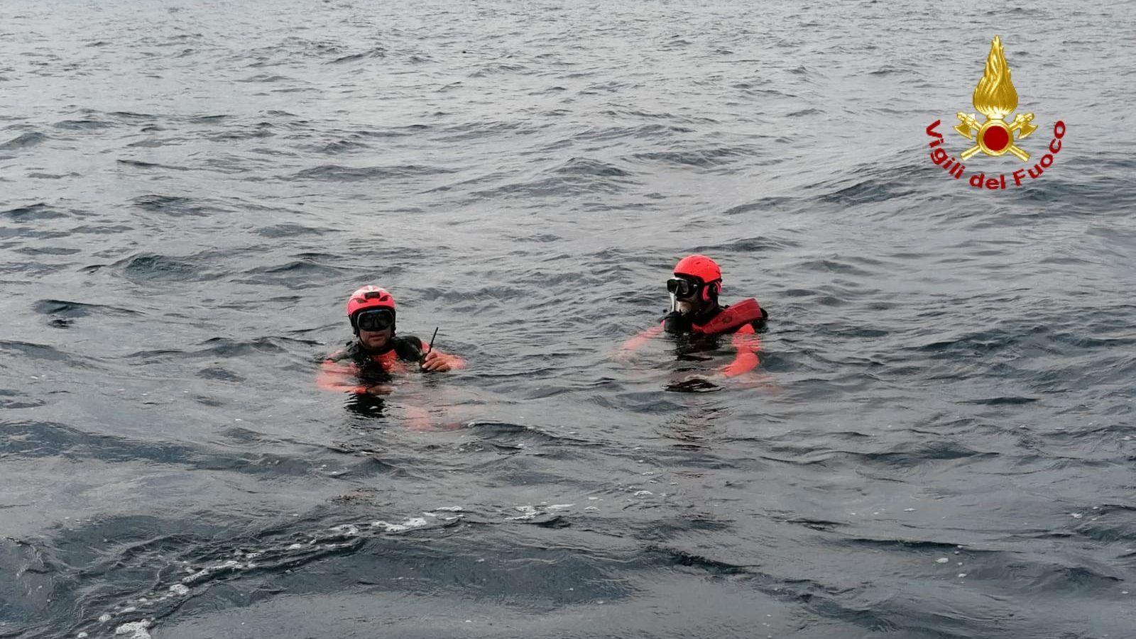 DRAMMA AL LAGO DI VIVERONE - Entra in acqua per un bagno e scompare nel nulla: turista disperso