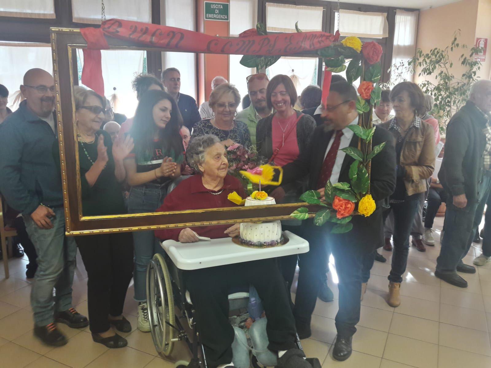 CUORGNE' - Super festa per nonna Antonia e i suoi 106 anni - FOTO